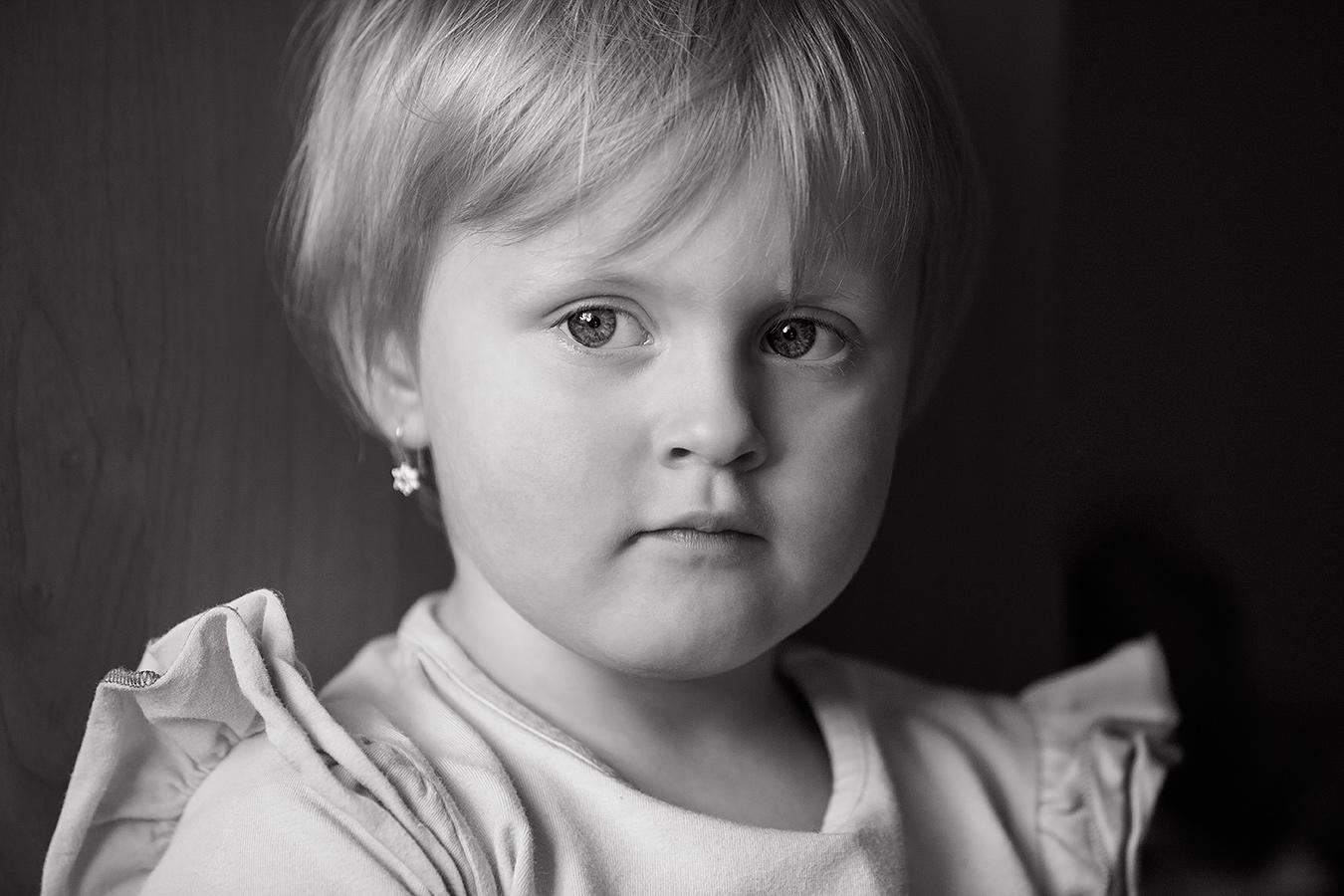 Fotografie eines Mädchens im Vorschulalteralter