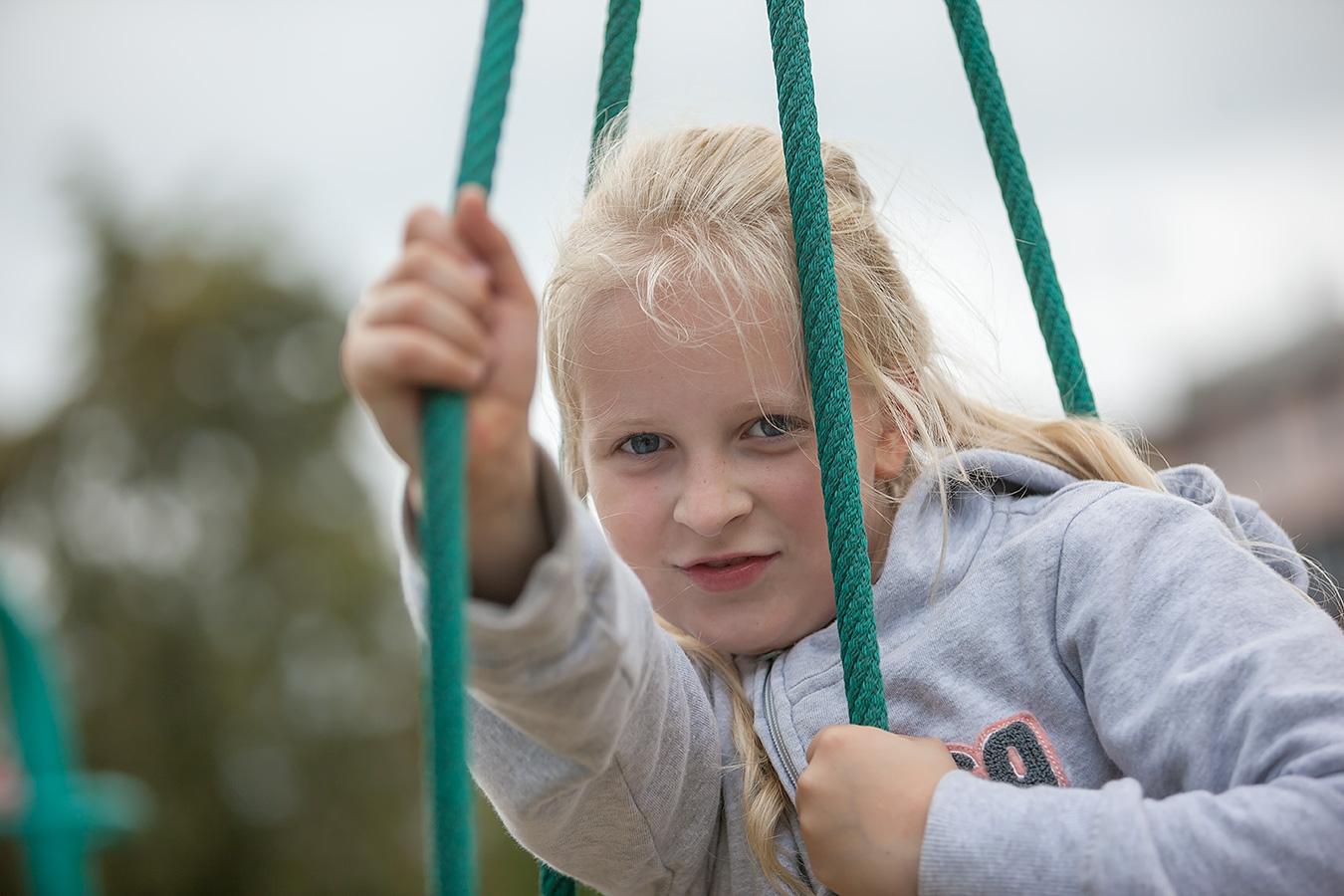 Foto eines Mädchens auf dem Spielplatz