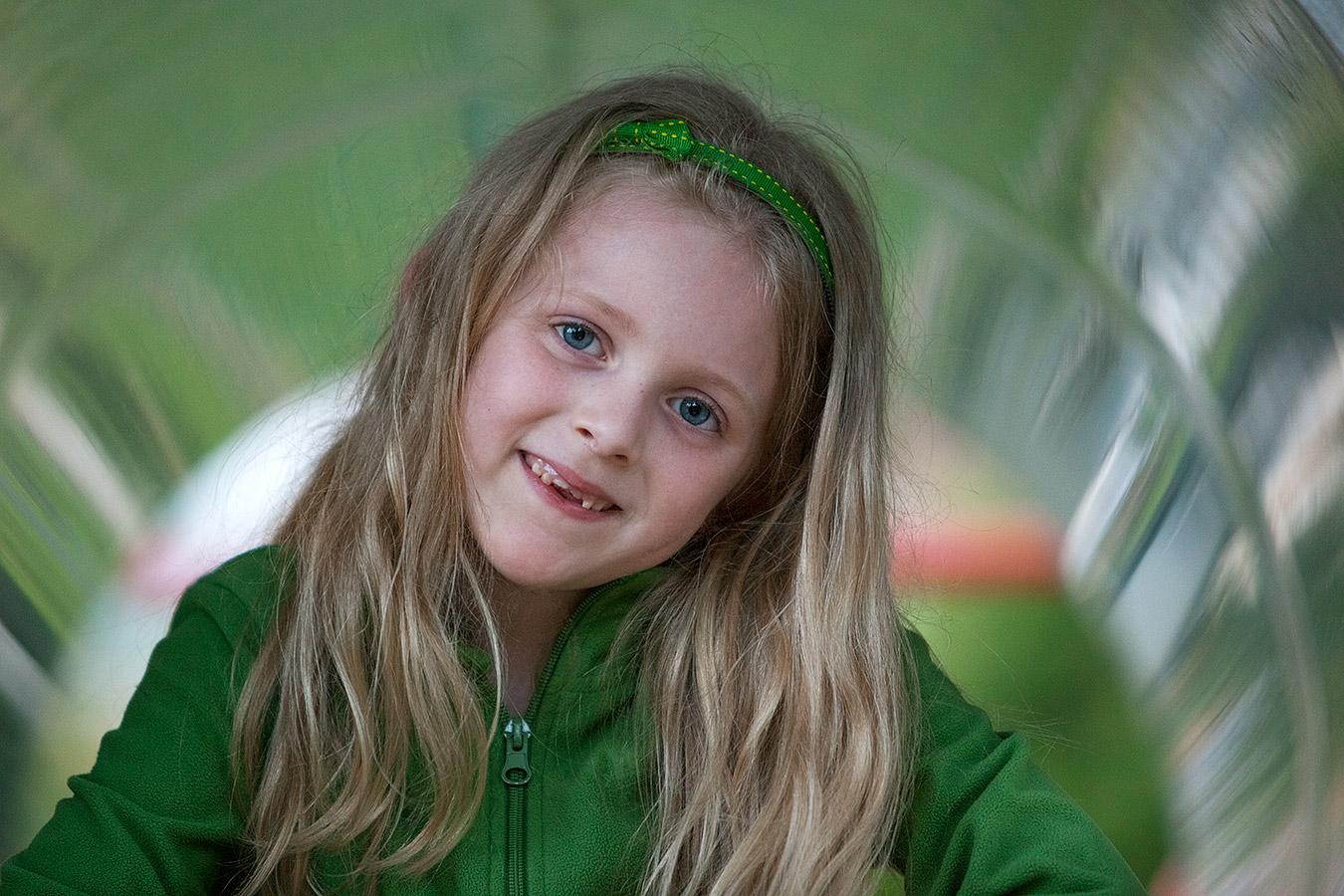 Bild eines Mädchens auf dem Spielplatz